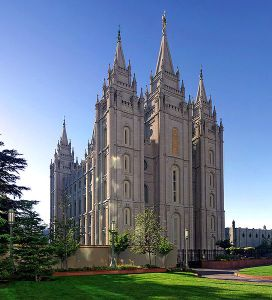 544px-Salt_Lake_Temple,_Utah_-_Sept_2004-2